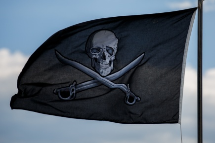 pirate-flag-in-the-sky-1443282333nVd